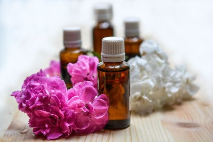 essential-oils-1433694_1920