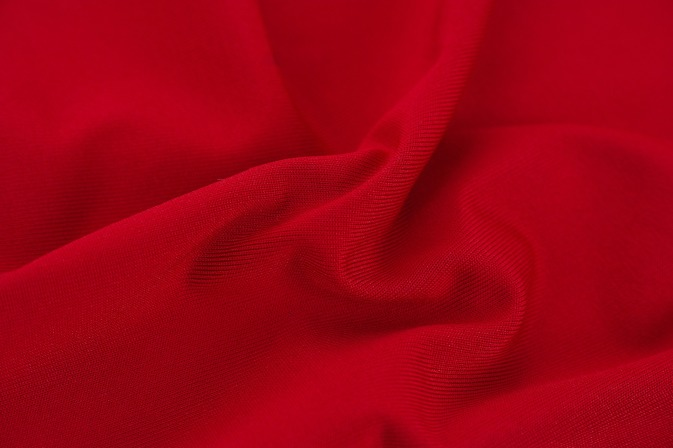 red-2394558_1920