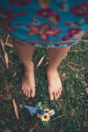 Pieds nus sur l'herbe